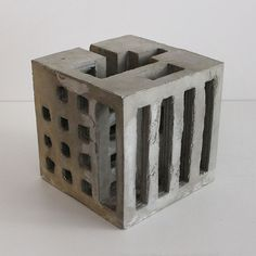 / David Umemoto Concrete brutalist sculptures // The Quebec architect and sculptor David Umemoto designs concrete sculptures with shapes Sculpture Ornementale, Modern Art Sculpture, Concrete Sculpture, Concrete Art, Concrete Design, Concrete Planters, Slab Ceramics, Beton Design, Architectural Sculpture