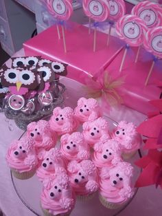 This might be my biggest piping challenge yet. I can barely do roses!!! Pink and Poodles - can't go wrong here!