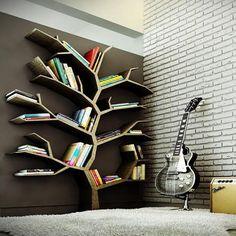Disfruta de un momento de lectura con éste original librero en forma de árbol. Innovador para espacios pequeños ...Inspírate con Gogetit!   Más fotos en: https://instagram.com/gogetitpa/