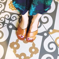 Yeah I was that strange woman taking a picture of her feet in the bathroom because the tile is that awesome!  So are these incredibly comfortable @vince sandals!! #fromwhereistand #fblogger #design #tiles