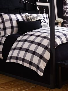 Beautiful black and white bedding