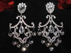 Beautiful vintage chandelier earrings <3