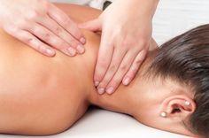 En qué consiste el masaje terapéutico o masoterapia y sus efectos sobre los diferentes órganos del cuerpo, así como sus beneficios para la salud. #alimentatubienestar