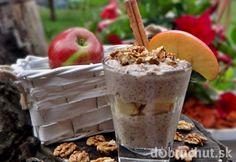 VOŇAVÝ JABLKOVO-ŠKORICOVÝ CHIA PUDING (kokosové mlieko, vlašské orechy, chia, ryžový sirup, škorica, datle, jablko) Chia Puding, Sweet Recipes, Cake Recipes, Healthy Options, Healthy Recipes, Dorm Food, Energy Bites, Healthy Sweets, Healthy Food