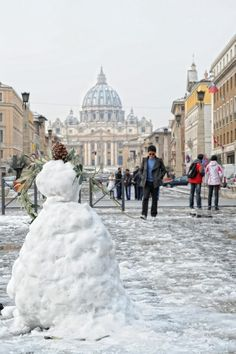 Snowy Rome, Italy. I would LOVE to be back in Italy right about now. I'll spend more time there in the future :)