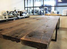 ZWAARTAFELEN I Gave #oud #eiken #tafel met #zwart #stalen #onderstel. Past goed in #New #Yorkse #loft. www.zwaartafelen,nl