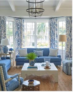 Black Dining Room Decor ideas - Should living room and dining room be same color? Black Dining Room Decor ideas - What colors make a room look bigger and brighter? Blue And White Living Room, Blue Living Room Decor, Coastal Living Rooms, Home Living Room, Living Room Designs, Blue Living Room Furniture, Blue Home Decor, Blue Rooms, White Rooms