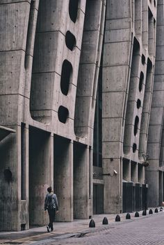 Gallery of Contemporary Architecture Captured by Mexican Photographers – 55 Contemporary Architecture Captured by Mexican Photographers,© La Vic Vic Futuristic Architecture, Facade Architecture, Residential Architecture, Amazing Architecture, Contemporary Architecture, Rustic Contemporary, Contemporary Garden, Contemporary Apartment, Contemporary Chandelier