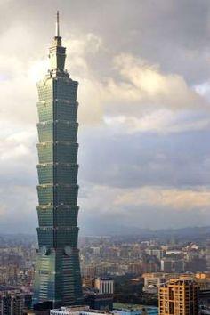 Of vertigo! The tallest buildings in the world - Taipei, Taiwan – Taipei measures 509 meters high - Taipei 101, Entertainment Sites, Contemporary Building, Fantasy Art Landscapes, Shopping Street, Modern Metropolis, Modern City, Burj Khalifa, Wonderful Places