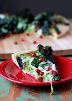 #Food: Kale & Pomegranate #Pizza with Creamy Pesto Sauce | #Christmas #recipe via @ktkare