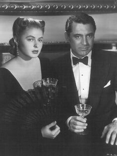 Ingrid Bergman and Cary Grant in NOTORIOUS Directed by Alfred Hitchcock. This is one of my favorite Hitchcock thrillers Hooray For Hollywood, Golden Age Of Hollywood, Hollywood Stars, Classic Hollywood, Old Hollywood Movies, Hollywood Couples, Ingrid Bergman, Cary Grant, George Hurrell