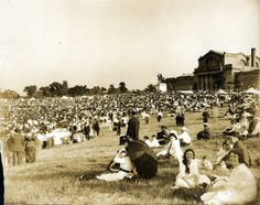 View of the Pageant and Masque crowd at the top of Art Hill. St. Louis Art Museum in the background. (1914) ©Missouri History Museum