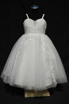 Fantastic princess, flower girl dress with lace. Stunning
