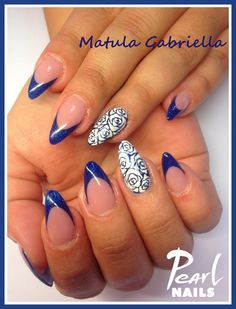 BLUE and ROSES salonnails from our trainer Gabriella Matula. If you like these nails watch more works from her here: https://hu.pinterest.com/pearlnails/