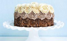 Bolos decorados: inspire-se com receitas de várias coberturas incríveis Pasta americana, chantilly, brigadeiro são algumas das coberturas mais utilizadas para fazer lindos e deliciosos bolos