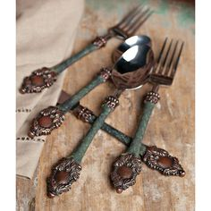 Have to have it. GG Collection Heirloom Flatware 5 Piece Place Setting $70