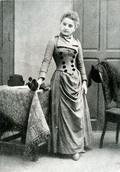 Gabrielle Bompard, the Little Demon, comes to Paris in 1888.