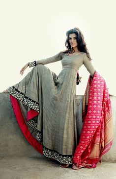 love this simple grey and pink Anarkali