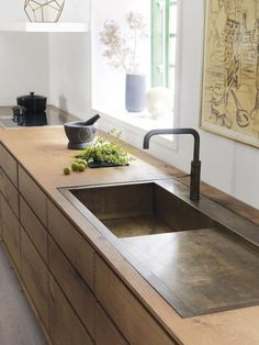 heart oak and browned brass sink | Dinesen Loving the detail on these oak drawers and the burnished brass sink