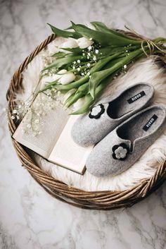 grey wool felt slippers handmade with navy blue daisy flower decoration #slippers #handmade #felt #felted #flower Handcrafted Jewelry, Earrings Handmade, Winter Slippers, Sheepskin Slippers, Handmade Bags, Handmade Felt, Felted Slippers, Etsy Uk, Wet Felting