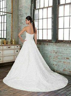 Bruidsjurk van het merk Justin Alexander Signature. Deze trouwjurk hangt bij ons in de winkel.