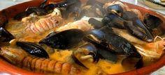 BRODETTO ALLA VASTESE tipico della costa abruzzese La ricetta attuale, che si distingue da quella originale per l'impiego di pesce più pregiato rispetto a un tempo, nasce nell'800 con l'arrivo nelle cucine del pomodoro e, tra i tipi di pesce che possono essere impiegati nella preparazione si presentano ad esempio scampi, gamberi o sogliole, ma di base sono indispensabili i pesci tipici di scoglio, lo scorfano, la tracina, il testone, la lucerna, la panocchia, la seppia, la triglia ai quali s...