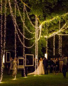 Evening wedding set-up with romantic decorative lights - Wedding Hairstyles Wedding Set Up, Wedding Goals, Wedding Themes, Perfect Wedding, Wedding Planning, Dream Wedding, Romantic Wedding Receptions, Wedding Ceremony, Wedding Venues