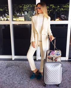 On my way... Again! ✈️ #airportstyle #thassiastyle #btviaja | @chloe @gucci @chanelofficial