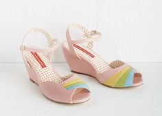 These pink wedding shoes range from literally flamingo pink to the palest dusty rose to almost-purple fuchsia shoes. All shades. All pink. Come on in!
