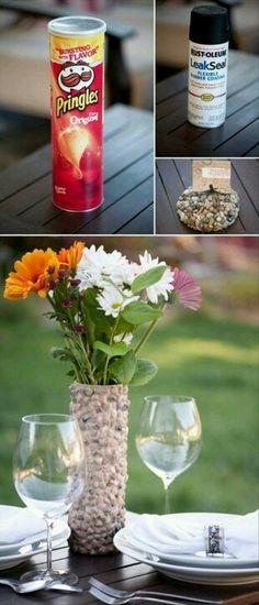 vase de petites pierres a partir d`une boite de pringles