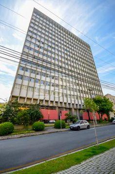 Apartamento à Venda no Centro de Curitiba. Ensolarado e Andar Alto (9°), 3 quartos, peças amplas, 79,20m² privativo. Rua Saldanha da Gama, a uma quadra da Reitoria da UFPR.