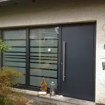 Haustüren modern mit seitenteil  Eingangstür: Haustür in anthrazit mit Seitenteil aus Glas | puerta ...