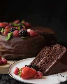 Vegan chocolate and red fruit cake – Recipes Vegan Baking, Healthy Baking, Healthy Food, Vegan Sweets, Vegan Desserts, Vegan Food, Vegan Chocolate, Chocolate Desserts, Wine Recipes