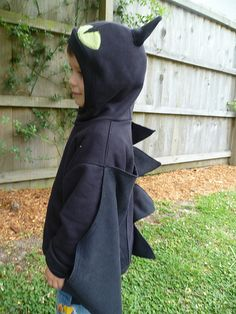 Easy Toothless dragon costume made from black hoodie. Just need to add more head spikes.