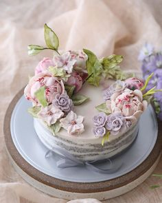 Beautiful Cakes, Amazing Cakes, Flower Cake Design, Cupcake Tutorial, Chocolate Drizzle, Crazy Cakes, Floral Cake, Food Truck, Minion