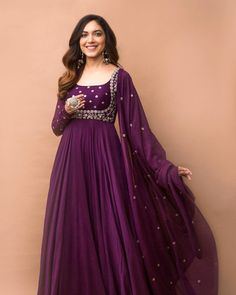 Party Wear Indian Dresses, Indian Gowns Dresses, Dress Indian Style, Indian Fashion Dresses, Indian Wedding Outfits, Indian Designer Outfits, Pakistani Dresses, Indian Gown Design, Indian Dresses For Women