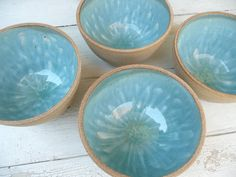 I made bowls like this in ceramics you use crystal glaze and it makes a waterfall/drip efffect