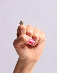 Pointing North Ring, perché se è vero che tutto è relativo allora possiamo immaginare di essere noi a definire le direzioni.