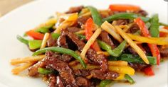 make veggie Easy stir . Beef strips, onions and peppers Easy Soup Recipes, Healthy Dinner Recipes, Beef Recipes, Cooking Recipes, Confort Food, Quick And Easy Soup, Salty Foods, Asian Recipes, Food Inspiration