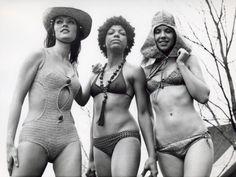 """tweka 24 februari 1971. V.l.n.r. model """"Kashba"""" een kwasi-bikini"""