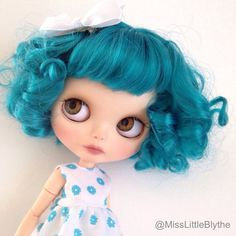 https://www.etsy.com/fr/listing/292231887/blythe-custom-ooak-doll-faux-aurora?ref=hp_af