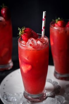A refreshing spring vanilla strawberry iced tea - perfect combination of rooiboss tea, vanilla and strawberries. Keeps you cool and hydrated during sunny spring days! non alcoholic drinks Refreshing Vanilla Strawberry Iced Tea Drink Recipes Nonalcoholic, Summer Drink Recipes, Iced Tea Recipes, Non Alcoholic Drinks, Yummy Drinks, Healthy Drinks, Beverages, Mango Iced Tea, Raspberry Iced Tea