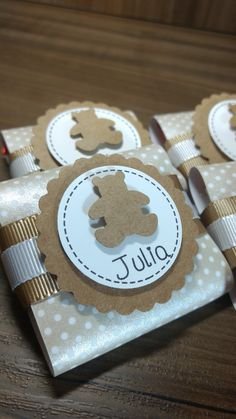 Mini talento personalizado Baby Shower Desserts, Baby Shower Parties, Baby Shower Themes, Baby Boy Shower, Diy Gift Box, Diy Gifts, Chocolate Wrapping, Baby Stickers, Baby Shower Princess