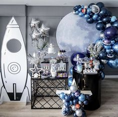 This astronaut party is out of this world 🚀! Baby Boy 1st Birthday Party, 2nd Birthday Party Themes, Birthday Balloon Decorations, First Birthday Parties, First Birthdays, Birthday Ideas, Birthday Decoration For Boy, Astronaut Party, Space Party