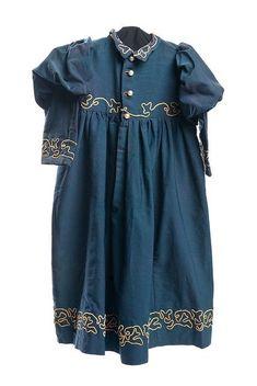 Charleston Museum Wool challis dress, Girl's wool challis dress, with cream applied cream braid. Victorian Children's Clothing, Antique Clothing, Historical Clothing, Victorian Fashion, Vintage Fashion, Vintage Dresses, Vintage Outfits, 1890s Fashion, 18th Century Fashion