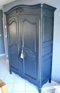 to paint a Norman cupboard in gray - - Painting Wooden Furniture, Refurbished Furniture, Repurposed Furniture, Furniture Making, Vintage Furniture, Diy Furniture, Armoire Makeover, Furniture Makeover, Box Deco