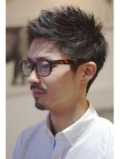 【2015年メンズ最新ヘア】男はやっぱり清潔感のある短髪が◎ということで、女性にも男性にも安定した人気があるのがベリーショート。ベリーショートの中でも女性にモテる人気の髪型を紹介していきます! Asian Man Haircut, Asian Men Hairstyle, Japanese Hairstyle, Asian Hair, Hipster Hairstyles, Hairstyles With Glasses, Boy Hairstyles, Latest Haircuts, Haircuts For Men