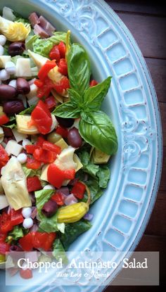 Chopped Antipasto Salad - Everything you love in an antipasto…chopped with crisp romaine and tossed with a zesty Italian dressing! I would omit the cheese in the salad but other than that it looks like a great lunch! Healthy Salads, Healthy Eating, Healthy Recipes, Clean Eating, Healthy Options, Healthy Foods, Salad Bar, Soup And Salad, Antipasto Salad