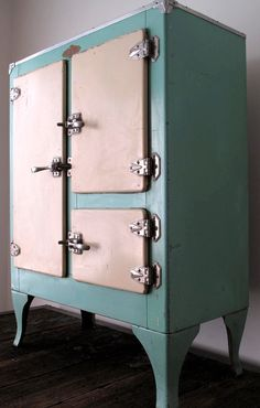 Image detail for -Vintage Ivory/Teal Ice Box by fowllanguage on Etsy Vintage Kitchen Appliances, Old Kitchen, Kitchen Decor, Retro Kitchens, Vintage Decor, Vintage Antiques, Retro Vintage, Vintage Stuff, Vintage Furniture