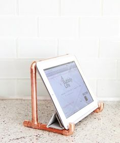 How cool is this DIY copper pipe iPad holder?